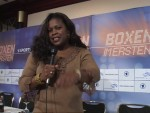 Sunshine Boxing Show host Jackie Sunshine Smith does intro at Ali vs Sandell presser Berlin.JPG