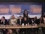 Promoter Wilfried Sauerland disagrees with Stonie at postfight presser in Berlin.JPG